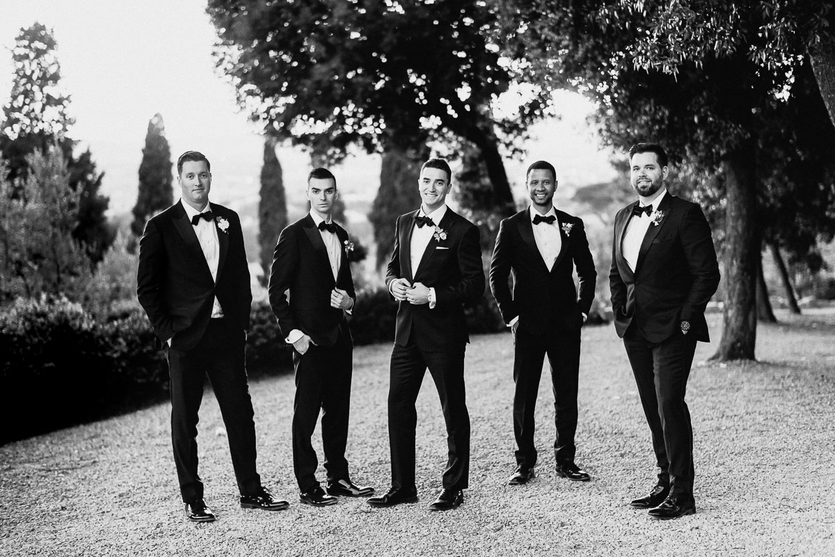 bestmen and grooms men group best photo tuscany