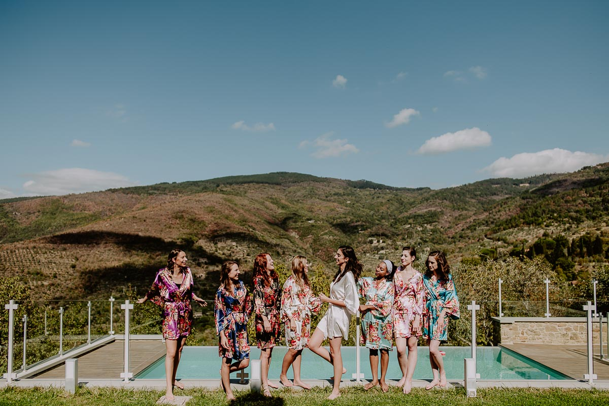bridal party in umbria group shot outdoor
