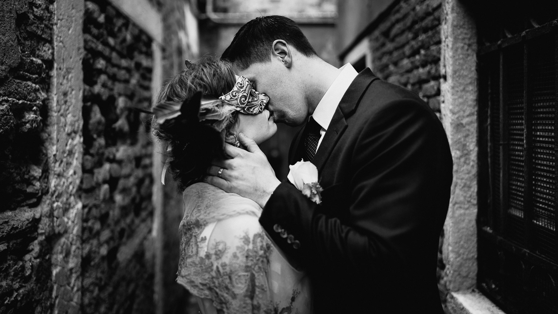 eloping in italy venice wedding photographer intimate elopement