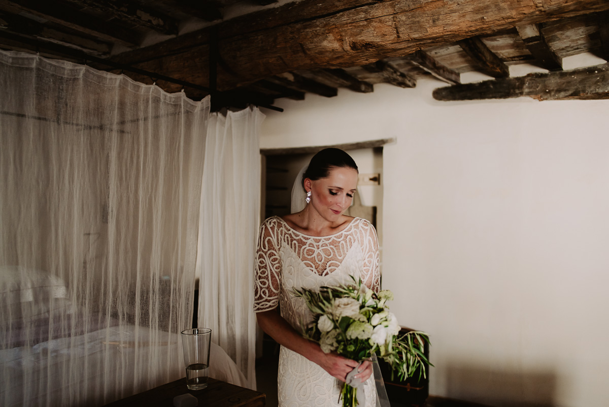 eloping in itlay bride portrait